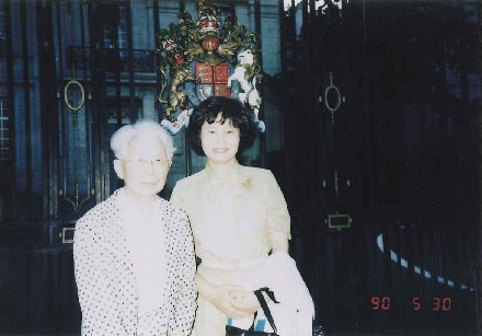 Prof. Ineko Kondo and Mrs Akiko Higuchi at the gate of the British Embassy, May 1990